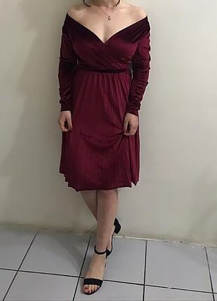 kadife göğüs dekolteli elbise