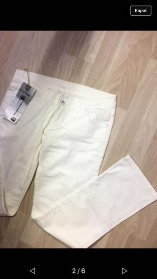 Düz kesim beyaz pantolon