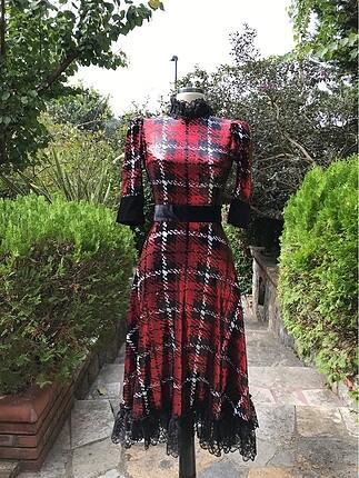 Gülşah Saraçoğlu Pullu Tasarım Elbise