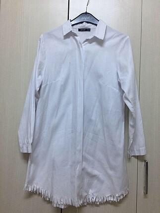 Uzun beyaz tunik gömlek