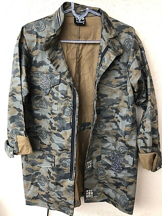 Kamuflaj desenli taş işlemeli kot ceket