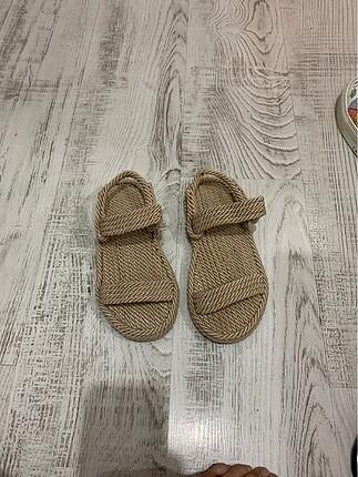 Hasır sandalet