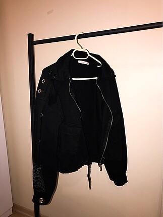Siyah kolları demir detay kot ceket