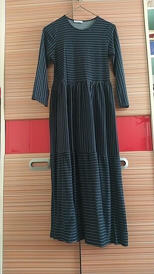 Uzun pileli elbise