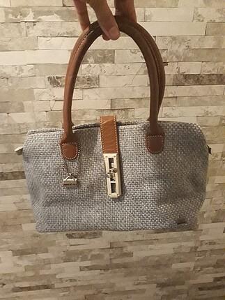 Gri çanta