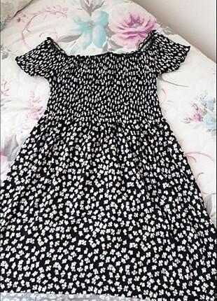 Siyah kayık yaka desenli elbise