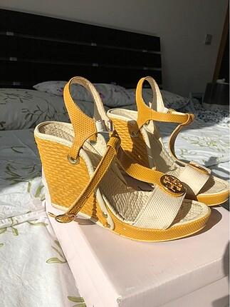 Zara Krem-hardal rengi topuklu ayakkabı