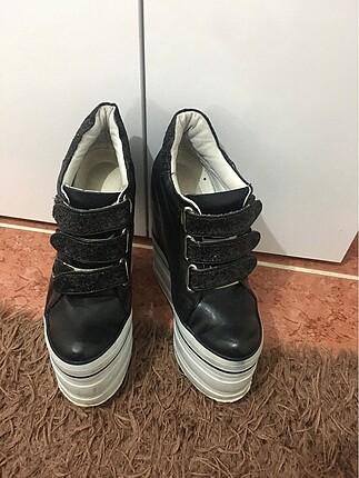 Gizli topuklu ayakkabı