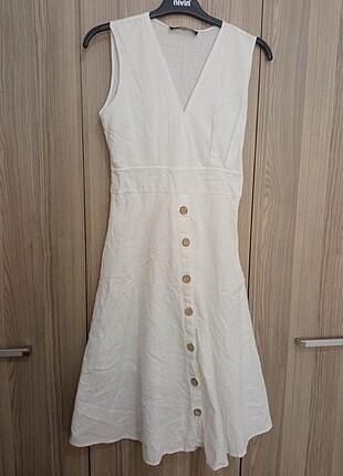 Kısa beyaz yazlık elbise