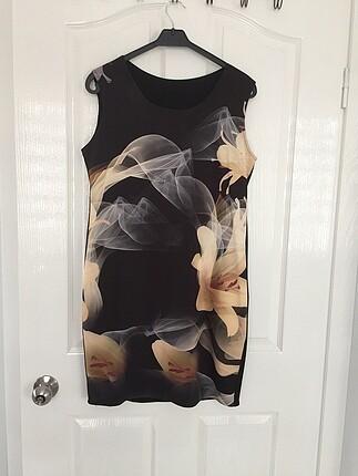 40/42 uyumlu siyah desenli kısa elbise