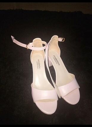 Kısa kalın topuklu Ayakkabı