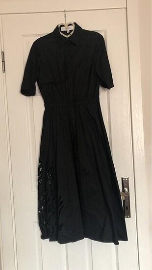 Eteği detaylı siyah elbise