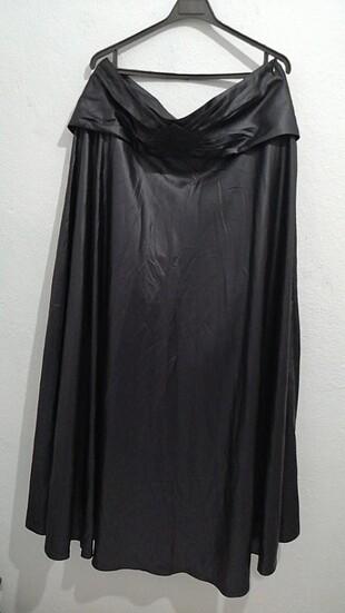 Siyah kemer detaylı etek