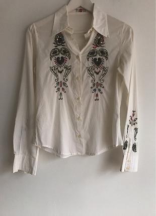 Detaylı gömlek