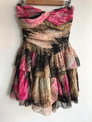 Desenli straplez elbise