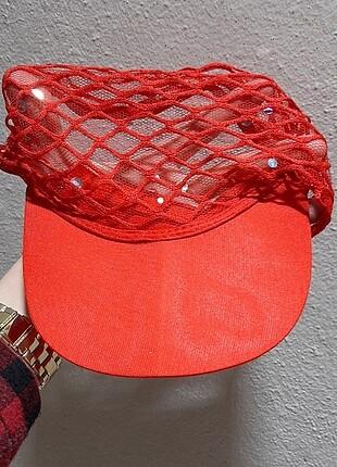 Tül kırmızı şapka
