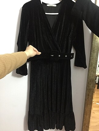 s Beden Kadife siyah kemerli elbise