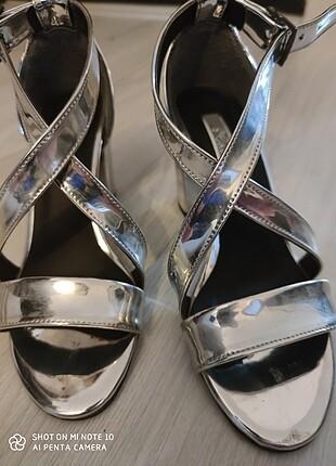 Gümüş ayakkabi