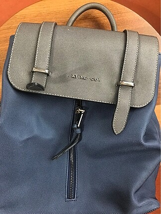 Çok bölmeli sırt çantası