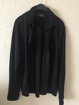 Siyah erkek gömleği