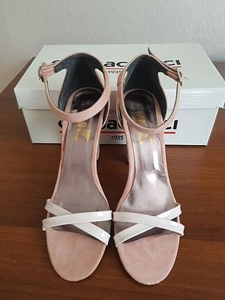 Bayan topuklu sandalet