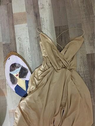 Saten şık yıtmaçlı gece elbisesi