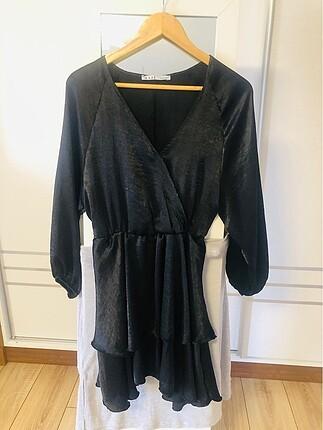 Saten kumaş katlı elbise