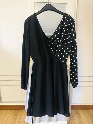 Siyah puantiyeli elbise