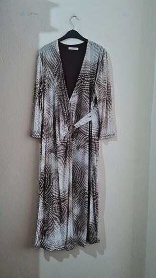 Uzun Kollu Desenli Tokalı Uzun Elbise