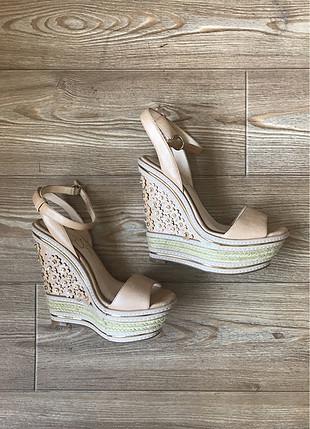 Dolgun topuk ayakkabı