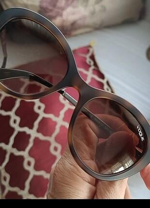 Vogue gözlük, orijinaldir.