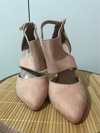 39 Beden ten rengi Renk Topuklu ayakkabı