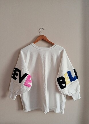 Beyaz baskılı yazılı sweatshirt