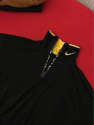 Nike Çift yakalı nike crop