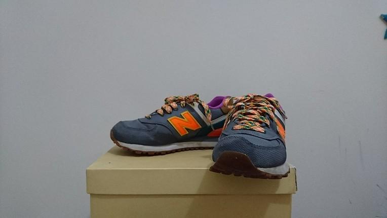 Orijinal New Balance spor ayakkabı.