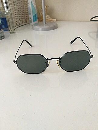 Aston Martin güneş gözlüğü