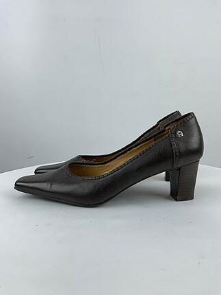 Etienne Aigner Klasik Ayakkabı %70 İndirimli.