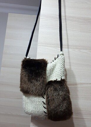 Örgü kürk detaylı çanta