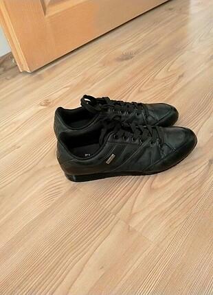 Knetix ayakkabı yeniden farksız