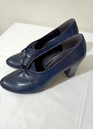 Lacivert Topuklu Rugan ayakkabı