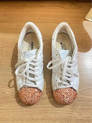 Adidas beyaz superstar metal toe shoes