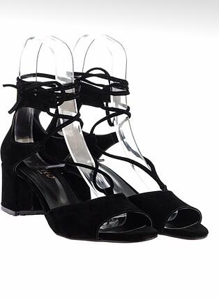 Siyah bağlamalı ayakkabı