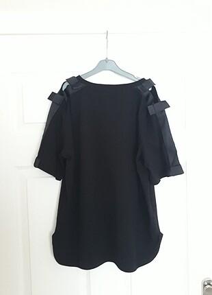 Omuz Detaylı Siyah T-Shirt