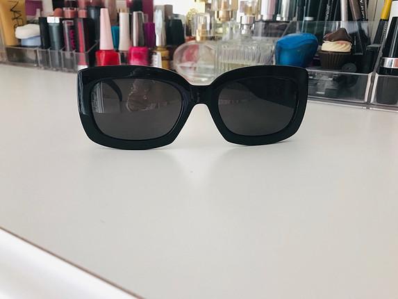Siyah mat dikdörtgen güneş gözlüğü