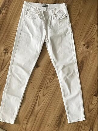 Beyaz likralı pantolon