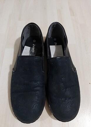 Üstü simli ayakkabı