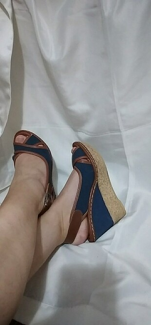 36 numara dolgu topuk sandalet
