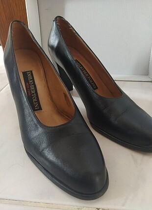 Der topuklu ayakkabı