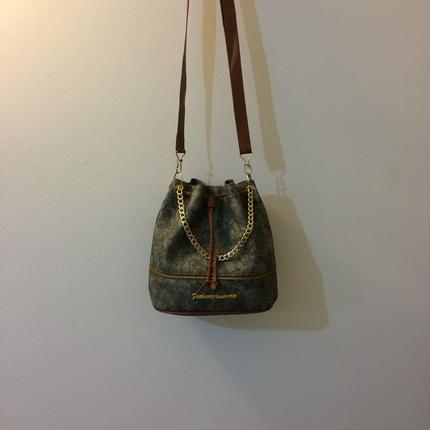 Kova çanta