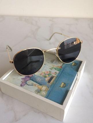 Siyah retro gözlük